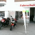 motorraeder_vor_gocher_filiale_01.jpg
